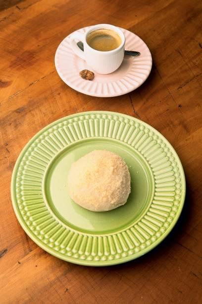 O fofo pão recheado de creme de queijo