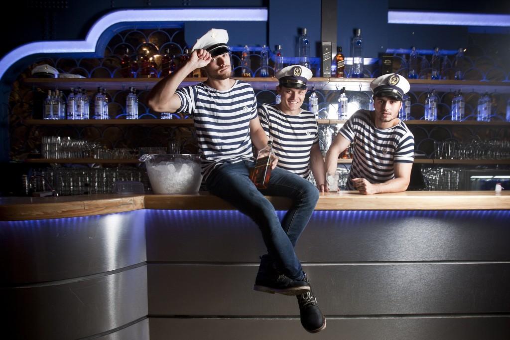 William, João Paulo e Antoni: barmen do Club Yacht