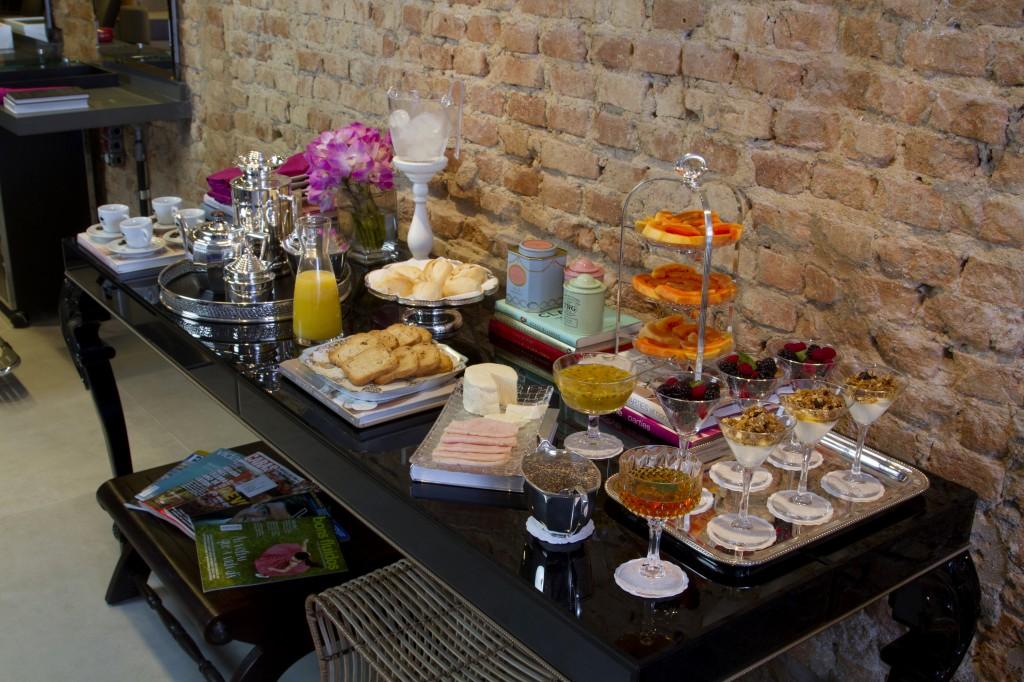 Mesa de boas vindas do Leela é recheada de mimos para os clientes (Foto: Henrique Padilha)