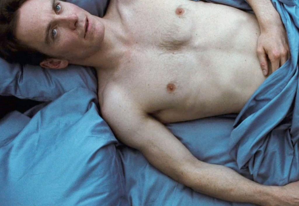 Michael Fassbender causou sensação na cena de nu no drama Shame
