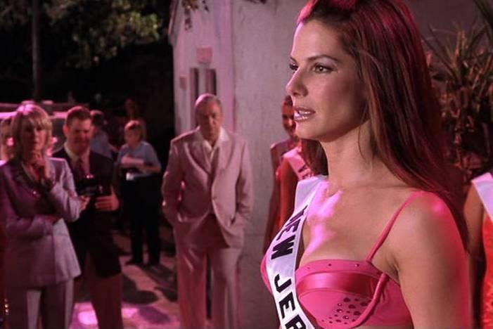 2000 – De volta à comedia na pele da policial disfaraçada de beldade em Miss Simpatia