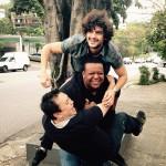 Em trio com Estefano e Flávio: rolando na calçada