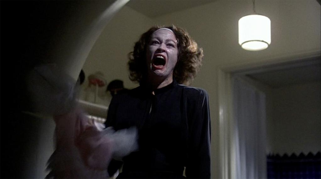 Faye Dunaway em momento de fúria como Joan Crawford