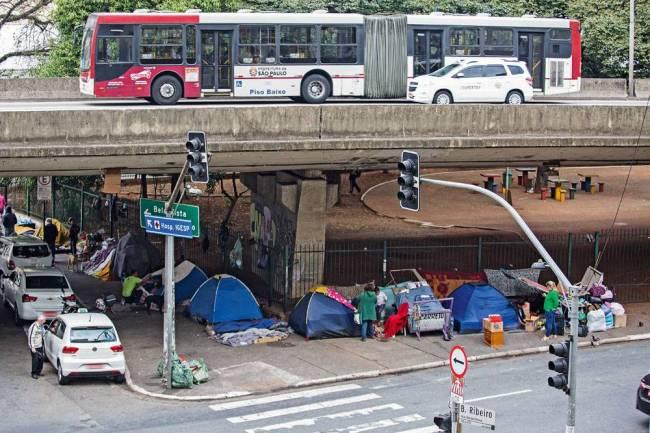 Praça 14 bis - barracas - moradores de rua