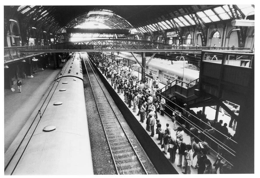 Estação da Luz: movimento na plataforma de trens