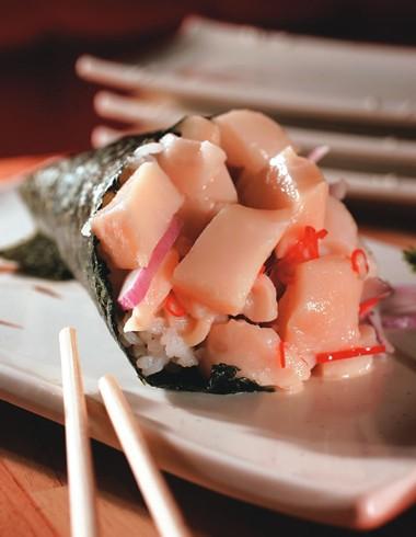 Versão de peixe branco, cebola-roxa e pimenta dedo-de-moça