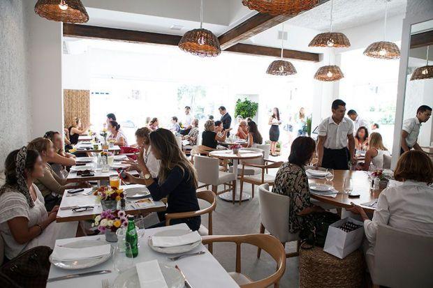 Myk: o restaurante grego faz musse triplo, de chocolates branco, ao leite e amargo (Foto: Lucas Lima)