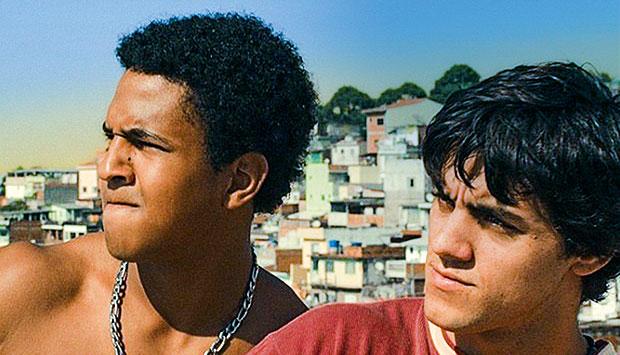 Jorge Dias e Felipe Simas em cena de Na Quebrada