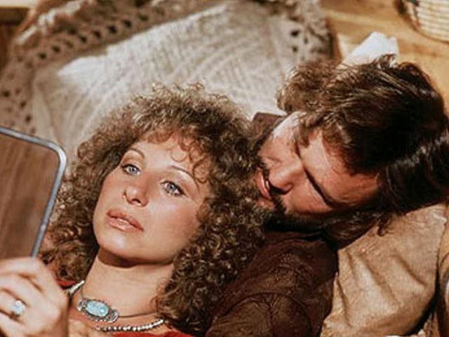 Barbra Streisand e Kris Kristofferson na versão de 1976