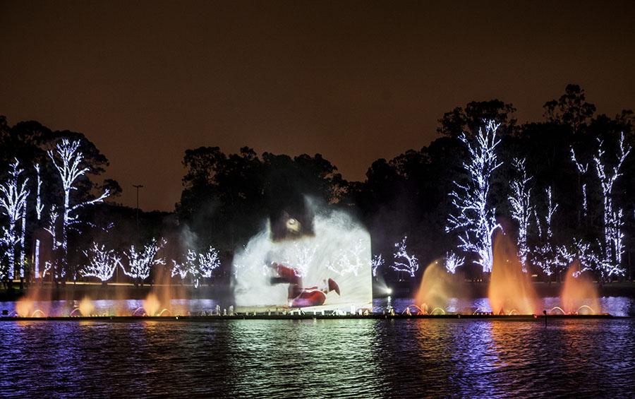 Canções natalinas como <em>Noite Feliz</em> embalam o show multimídia da fonte do Ibirapuera