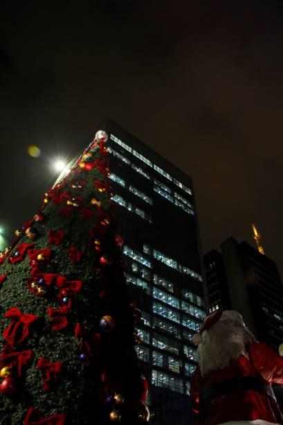 Luzes: milhares de pisca-piscas coloridos compõem a decoração