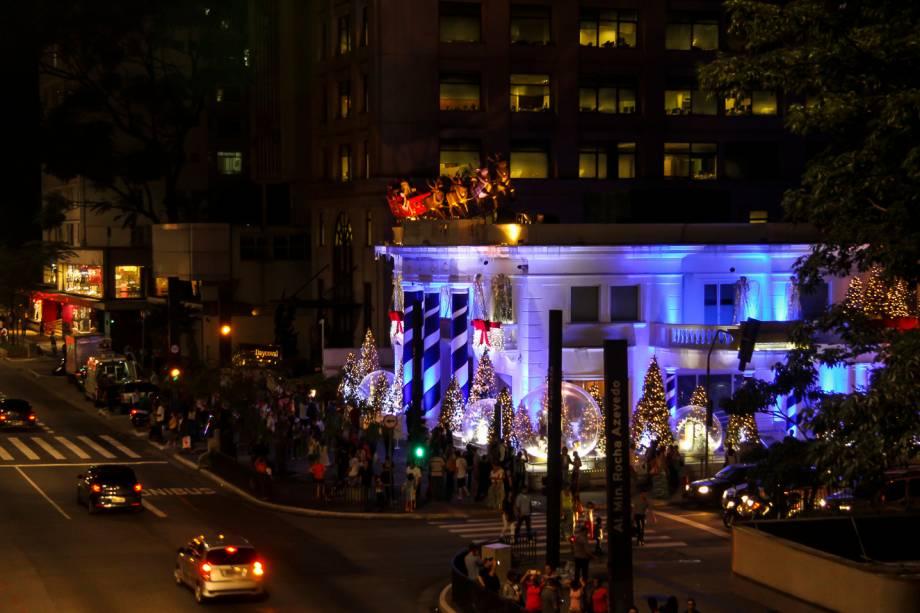 Região: além do palco da Paulista, vários prédios ao longo da avenida fazem decorações especiais para o natal