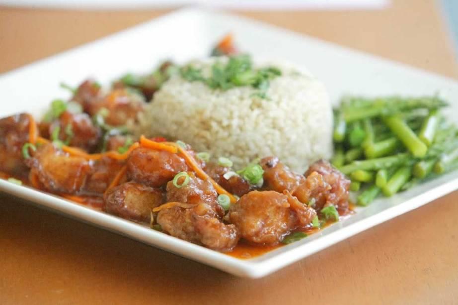 Bufê do Natural & Tasty: saladas e pratos quentes caprichados