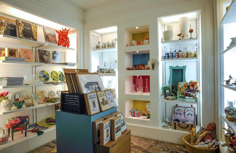 A loja do museu da FAAP reúne cerca de 200 itens, como joias, óculos, camisetas e objetos de arte