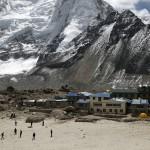 Qualquer lugar é lugar: partida na base do Himalaia, no Nepal (Crédito: Caio Vilela)