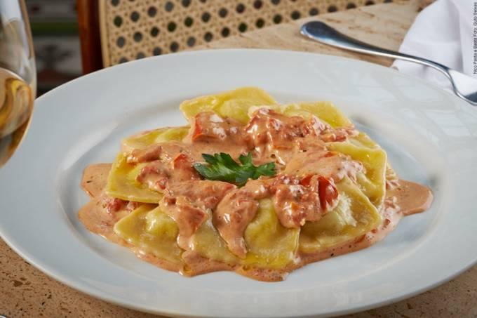 Nico Pasta & Basta: ravióli de palmito com molho de tomate seco (Foto: Guto Seixas)