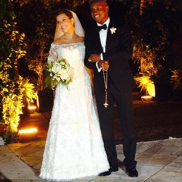 Após o casamento, Fernanda Souza e Thiaguinho posaram para fotos (Foto: Marcus Oliveira/VEJA SÃO PAULO)