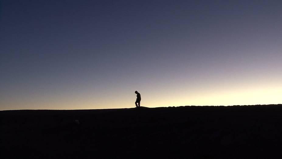No Chile, a três mil metros de altura, astrônomos vindos do mundo todo se reúnem no deserto do Atacama para observar as estrelas: Nostalgia da Luz, de Patricio Guzmán