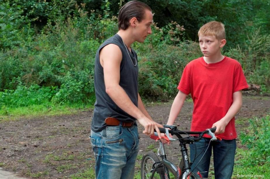 O Garoto da Bicicleta: menino de 12 anos resolve procurar seu pai