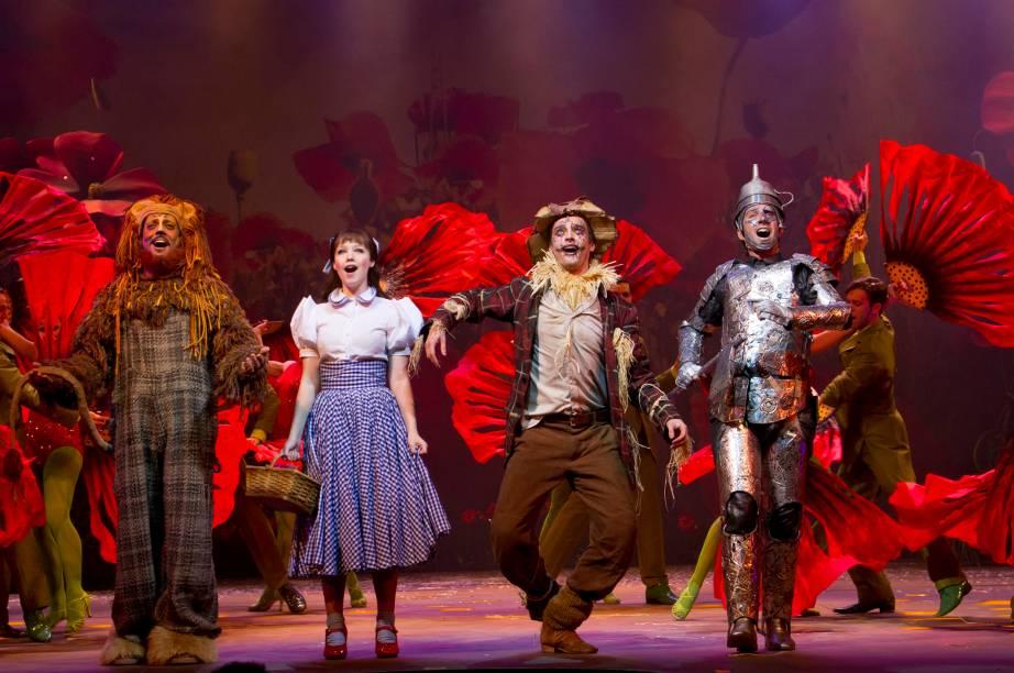 O elenco de O Mágico de Oz, musical de Charles Moeller e Claudio Botelho que estreia em São Paulo em fevereiro de 2013