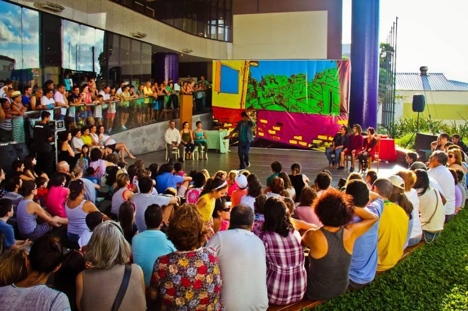 Dança e artes circenses são usadas na releitura de <em>Romeu e Julieta</em>, da Companhia de Circo Acrobático Fratelli