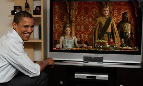 Uma montagem que mostra a alegria de Obama ao assistir 'Game of Thrones' antes de todos