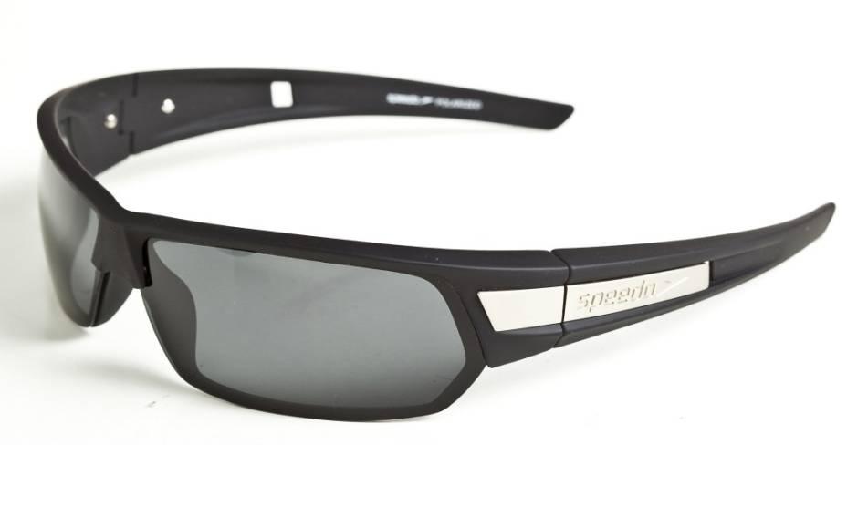 Óculos de sol da marca Speedo, da Óticas Carol