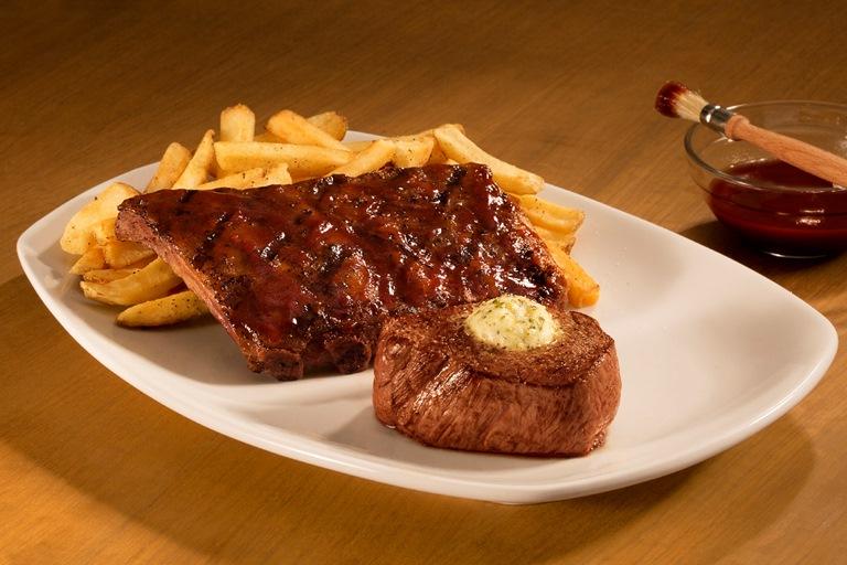Jackaroo: combinação da costela junior ribs ao molho barbecue com uma peça de filé-mignon coberto de manteiga com limão