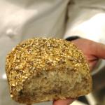 Pão mouro: mistura quatro farinhas diferentes moída grosseiramente e lembra o integral
