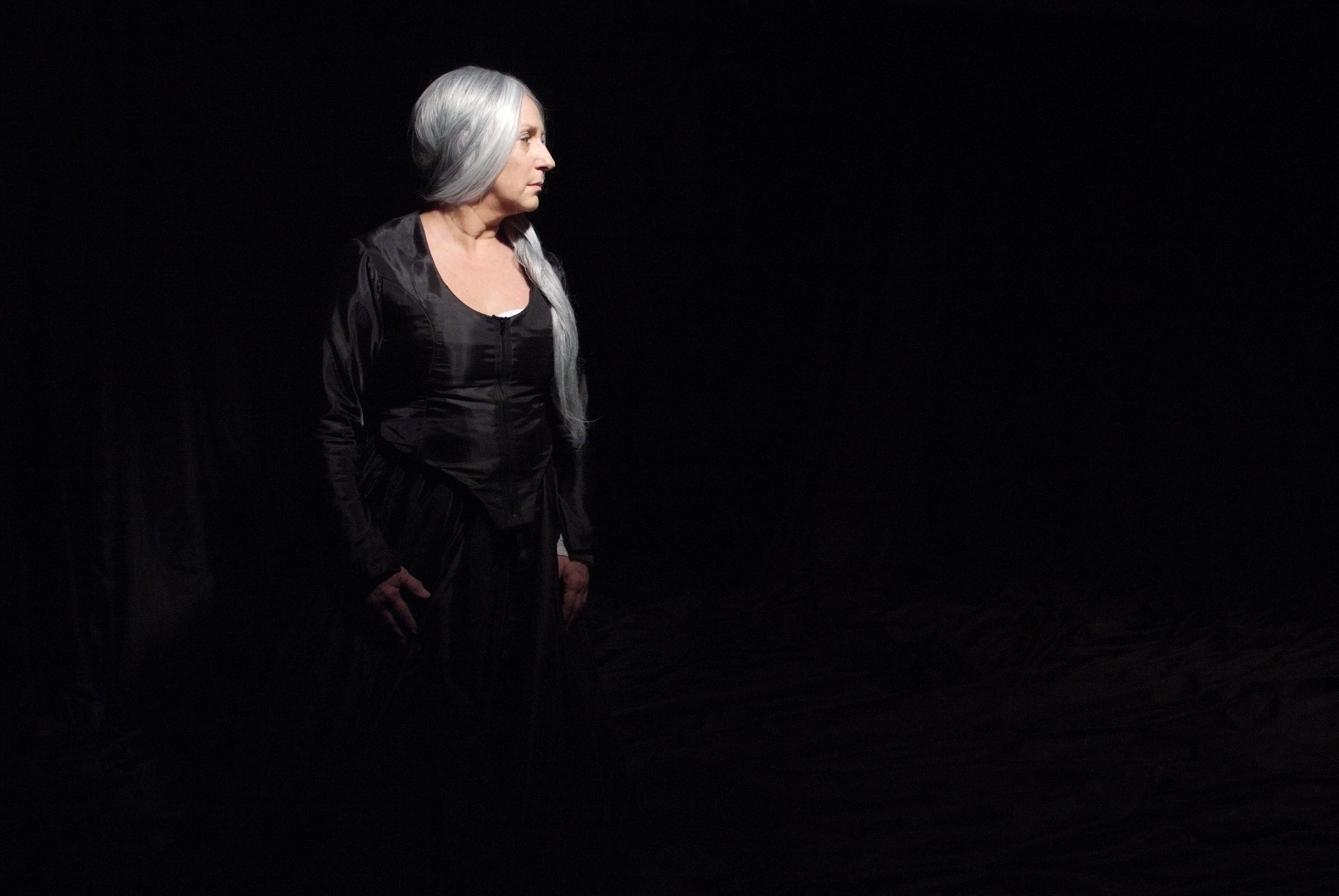 """Lu Grimaldi: protagonista do monólogo """"Palavra de Rainha"""" no Teatro Viradalata (Foto: Lenise Pinheiro)"""