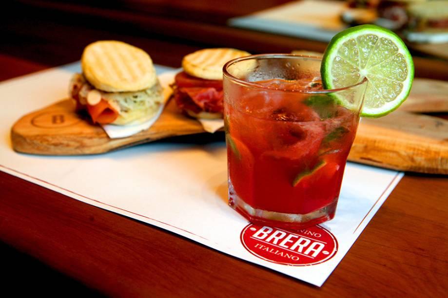 Brera: happy hour típico da Itália serve panini e o drink Aperol Spritz
