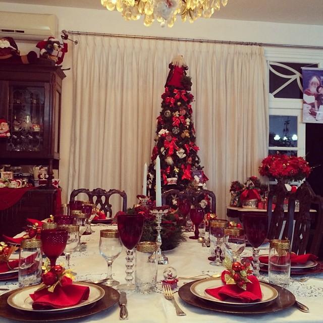 Paola Oliveira fez um registro da mesa antes da ceia de Natal