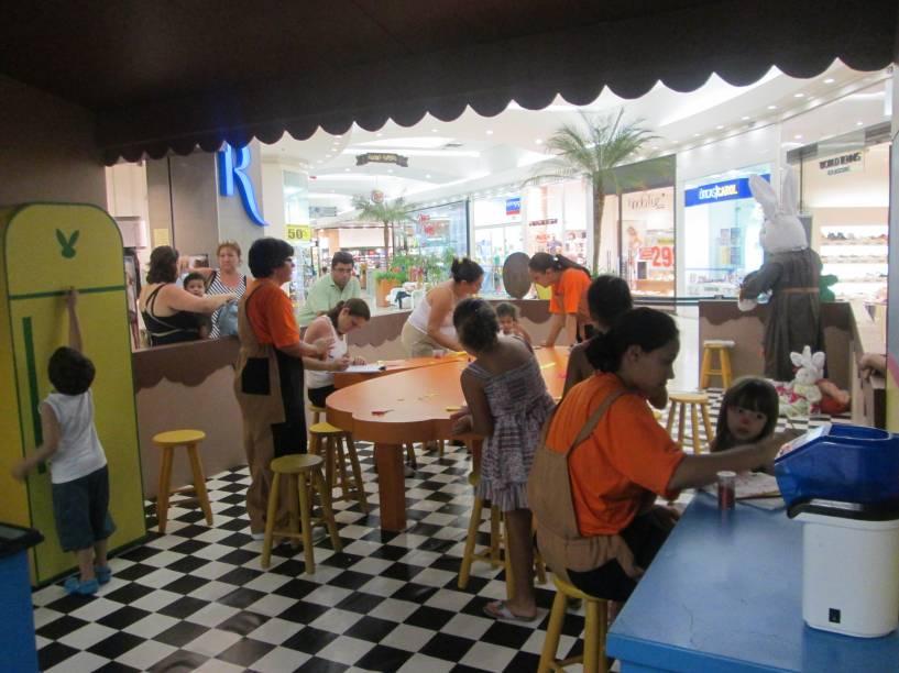 A cozinha da Dona Coelha: atração de Páscoa do Shopping Interlagos