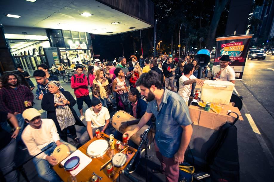 Paulista com Farofa: churrasquinho com samba na Avenida Paulista