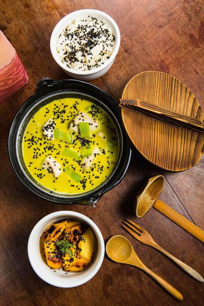 Peixe com Curry Verde, arroz jasmin e manga grelhada Marakuthai