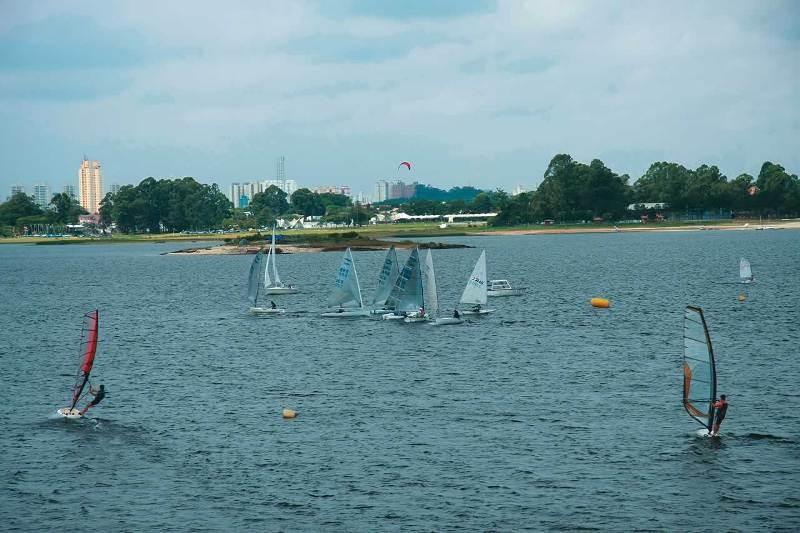 Pera Náutica: escola oferece equipamentos e marina para guardar as embarcações