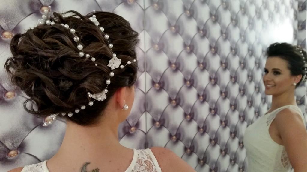 Coque grego: adaptável para qualquer tipo de cabelo (Foto: Tatiana Izquierdo)