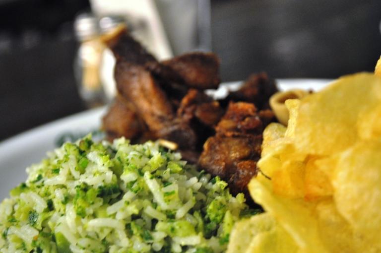 Cabrito à nova capela: inspirado no famoso prato servido no botequim do bairro carioca da Lapa, um reduto de boemia