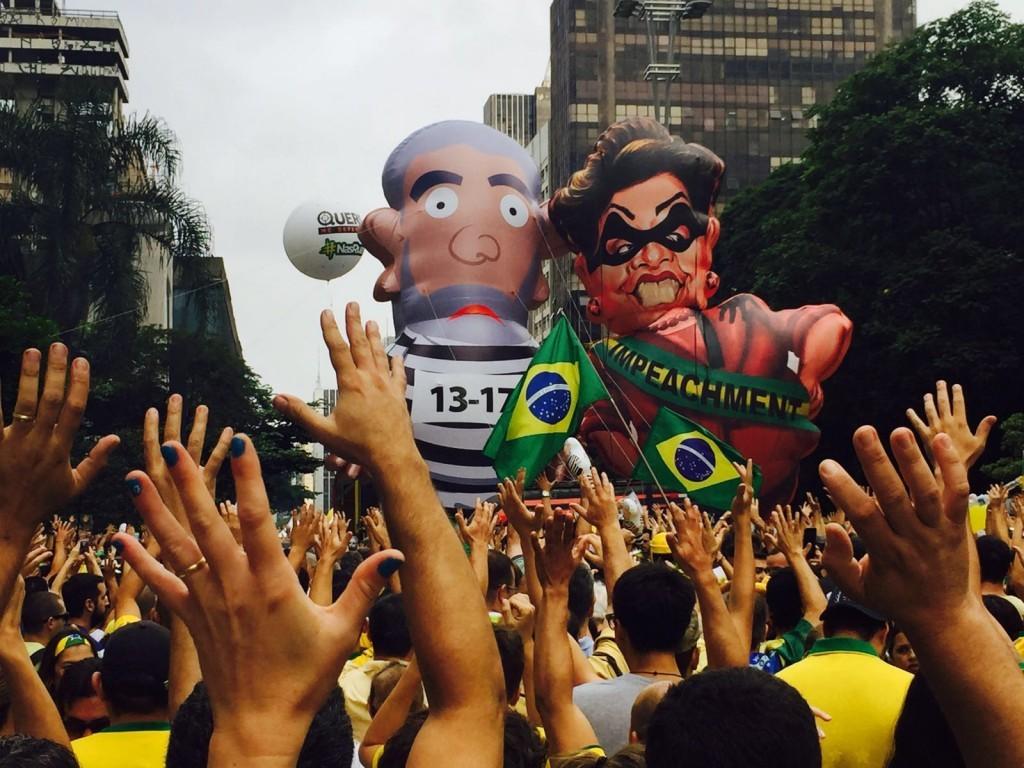 Lula Pixuleco e Dilbandida: dois clássicos da manifestação antiPT (Foto: Alecsandra Zapparoli)