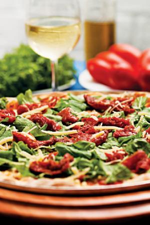 Pizza italiana, com mussarela de búfala, tomate seco e rúcula FOTO: Romero Cruz