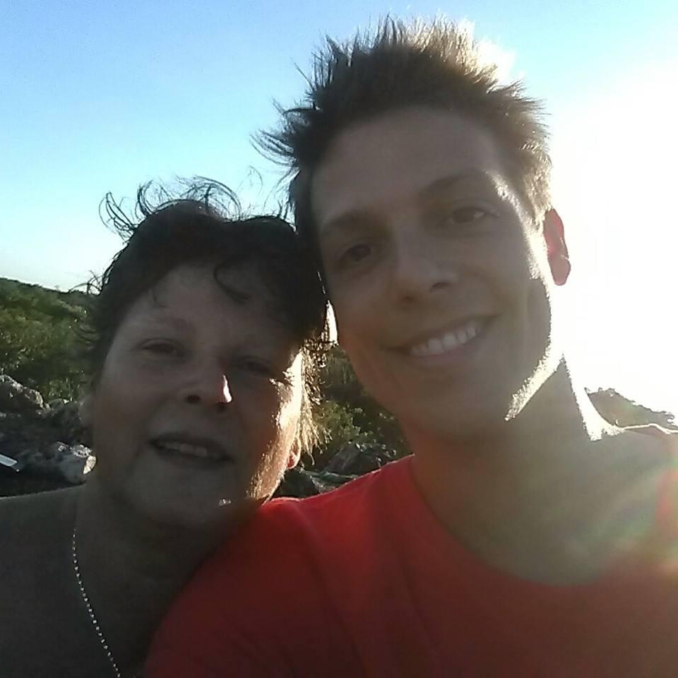 Fábio Porchat deu uma parada nas filmagens para encontrar a mãe