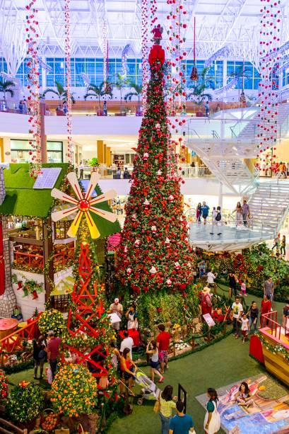 A decoração de Natal do Shopping Metrô Tucuruvi é inspirada na sustentabilidade