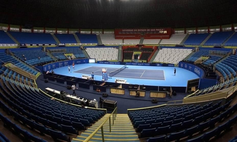 Quadra de tênis no Ginásio do Ibirapuera, preparada para o Desafio Internacional de Tênis de 2012