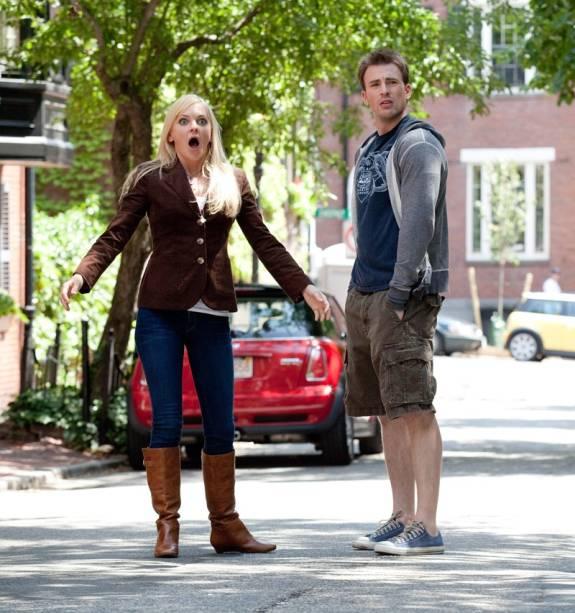 Os personagens Ally e Colin em Qual Seu Número?: em missão para encontrar um ex-namorado dela