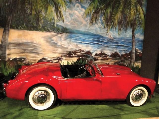 The Elvis Experience: carro conversível vermelho que aparece no filme Feitiço Havaiano