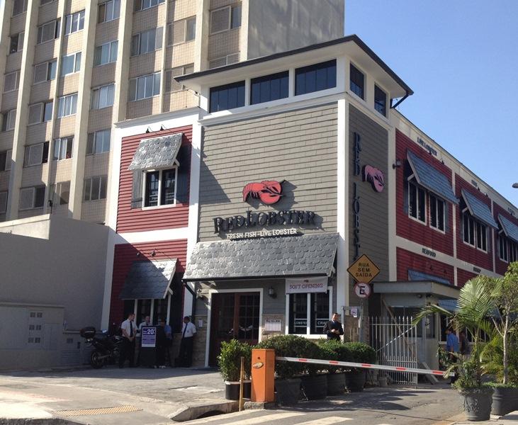 Outra visão da fachada do restaurante: capacidade para 200 pessoas