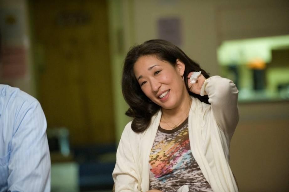 Reencontrando a Felicidade: Sandra Oh interpreta Gaby, uma mulher com quem Howie (Aaron Eckhart) irá se envolver