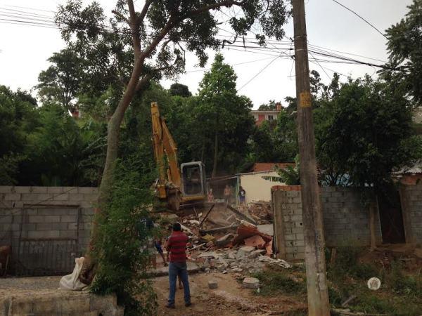 Demolição de barracos: reintegração de posse ao lado do Shopping Cidade Jardim (foto: Nataly Costa)