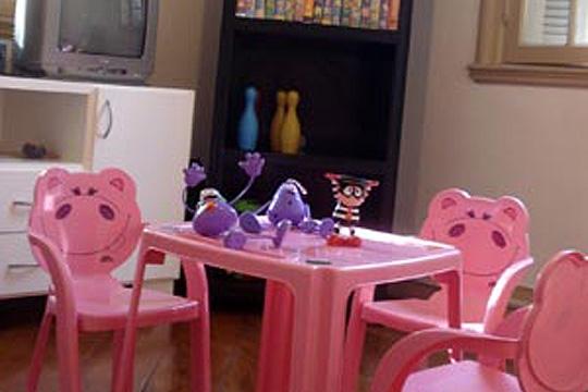 Vira-lata possui cardápio especial e passatempos para crianças