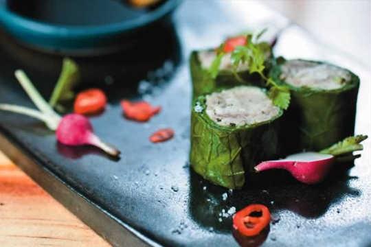 Uramaki de couve: sushi ilusionista